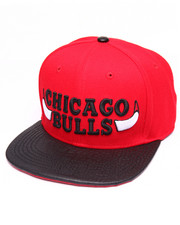 Men - CHICAGO BULLS HORNS GATOR - PRINT LEATHER - BRIM STRAPBACK HAT