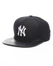 NBA, MLB, NFL Gear - New York Yankees Logo Hat
