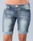 Бермуды - это удлиненные шорты.  Они могут быть длиной до колена или.