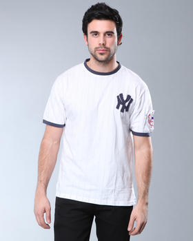 DJP OUTLET - Red Jacket New York Yankees remote control T-Shirt